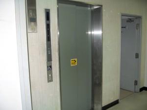 本会議傍聴席への行き方・エレベーターを利用される場合2