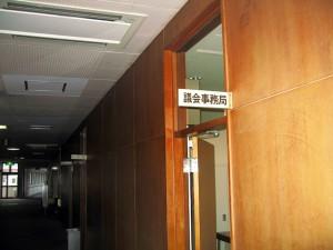 議会事務局への行き方・階段を利用される場合3